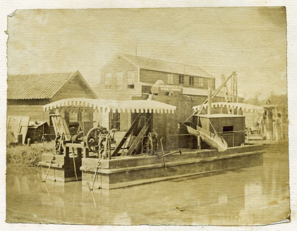 Oudewater - machinefabriek De Jongh en Co met baggermachine in 1875