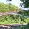 Betonboogbrug voor voetgangers over het spoor te Baarn