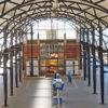 Station Amersfoort met perroneiland, gebouwen en overkapping